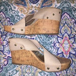 Madden Girl gold and cork wedge heels in EUC!